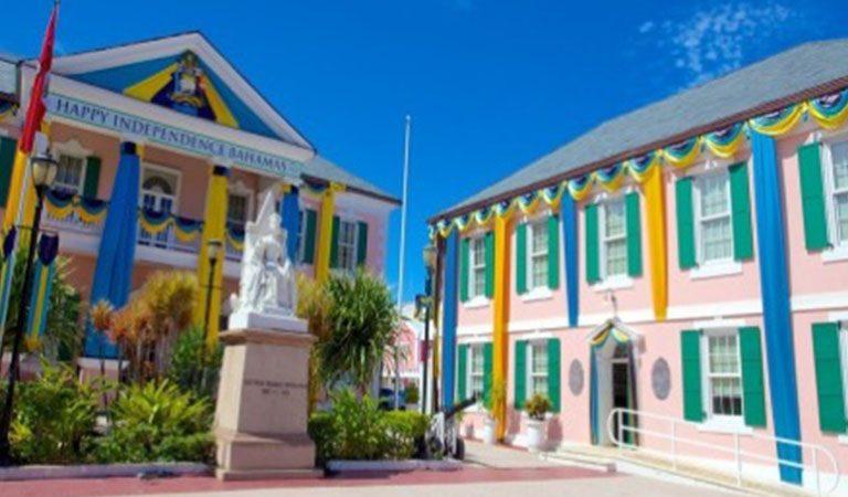 Bahamy vesele barvy na fasade