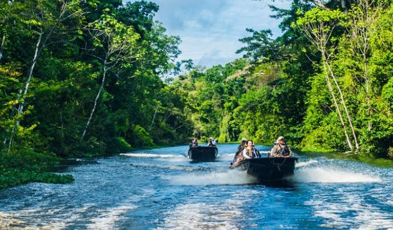 Peru Amazonie plavba na lodi