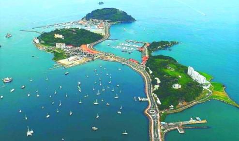 Amador Causeway a tři ostrovy v Tichém oceánu